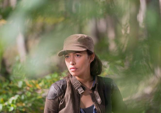 the-walking-dead-episode-615-rosita-serratos-935