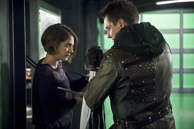 "Arrow -- ""Eleven-Fifty-Nine"" -- Image AR418b_0292b.jpg -- Pictured (L-R): Willa Holland as Thea Queen and John Barrowman as Malcolm Merlyn -- Photo: Diyah Pera/The CW -- © 2016 The CW Network, LLC. All Rights Reserved."