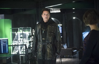 "Arrow -- ""Eleven-Fifty-Nine"" -- Image AR418b_0165b.jpg -- Pictured: John Barrowman as Malcolm Merlyn -- Photo: Diyah Pera/The CW -- © 2016 The CW Network, LLC. All Rights Reserved."