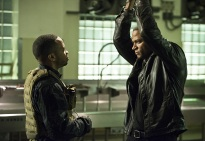 """Arrow -- """" Genesis"""" -- Image AR420a_0074b.jpg -- Pictured (L-R): Eugene Byrd as Andy Diggle and David Ramsey as John Diggle -- Photo: Diyah Pera/The CW -- © 2016 The CW Network, LLC. All Rights Reserved."""