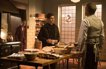 """GOTHAM: L-R: Ben McKenzie, David Mazouz and Sean Pertwee in the """"Wrath of the Villains: Into The Woods"""" episode of GOTHAM airing Monday, April, 11 (8:00-9:01 PM ET/PT) on FOX. ©2016 Fox Broadcasting Co. Cr: FOX"""
