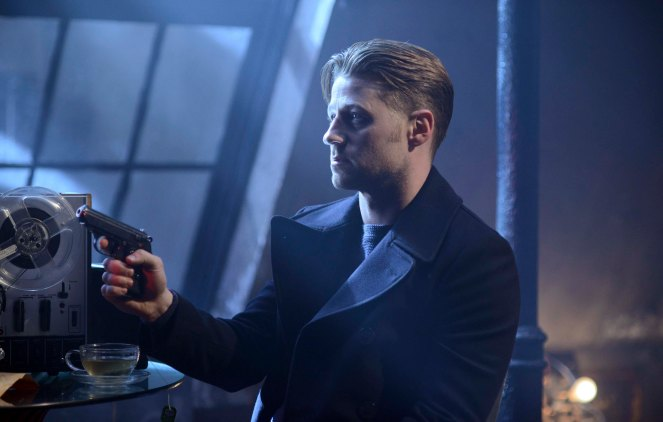"GOTHAM: Ben McKenzie in the ""Wrath of the Villains: Into The Woods"" episode of GOTHAM airing Monday, April, 11 (8:00-9:01 PM ET/PT) on FOX. ©2016 Fox Broadcasting Co. Cr: FOX"