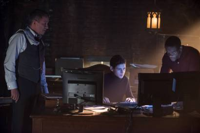 """GOTHAM: L-R: Sean Pertwee, David Mazouz and guest star Chris Chalk in the """"Wrath of the Villains: Pinewood"""" episode of GOTHAM airing Monday, April, 18 (8:00-9:01 PM ET/PT) on FOX. ©2016 Fox Broadcasting Co. Cr: Jeff Neumann/FOX"""