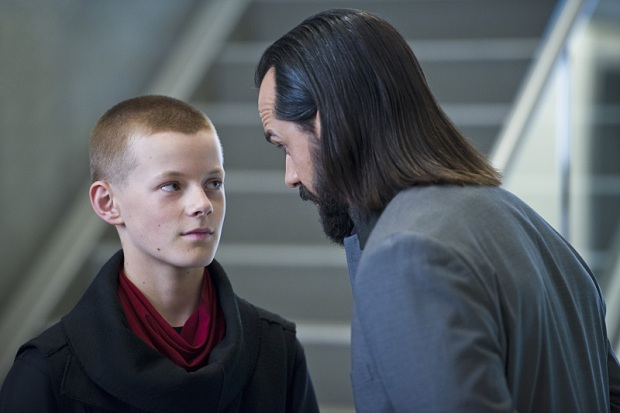 """DC's Legends of Tomorrow -- """"Progeny""""-- Image LGN110a_0433b.jpg -- Pictured (L-R): Cory Grüter-Andrew as young Per Degaton and Casper Crump as Vandal Savage -- Photo: Diyah Pera/The CW -- © 2016 The CW Network, LLC. All Rights Reserved"""