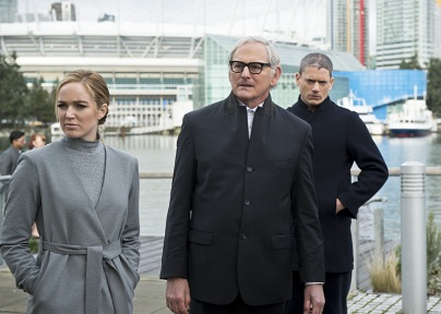"""DC's Legends of Tomorrow -- """"Progeny"""" -- Image LGN110b_0055b.jpg -- Pictured (L-R): Caity Lotz as Sara Lance/White Canary, Victor Garber as Professor Martin Stein and Wentworth Miller as Leonard Snart/Captain Cold -- Photo: Diyah Pera/The CW -- © 2016 The CW Network, LLC. All Rights Reserved."""