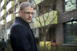 """DC's Legends of Tomorrow -- """"Progeny""""-- Image LGN110b_0091b.jpg -- Pictured: Wentworth Miller as Leonard Snart/Captain Cold -- Photo: Diyah Pera/The CW -- © 2016 The CW Network, LLC. All Rights Reserved."""