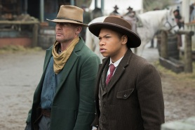 """DC's Legends of Tomorrow -- """"The Magnificent Eight""""-- LGN111b_0130.jpg -- Pictured (L-R): Dominic Purcell as Mick Rory/Heat Wave and Franz Drameh as Jefferson """"Jax"""" Jackson -- Photo: Dean Buscher/The CW -- © 2016 The CW Network, LLC. All Rights Reserved"""