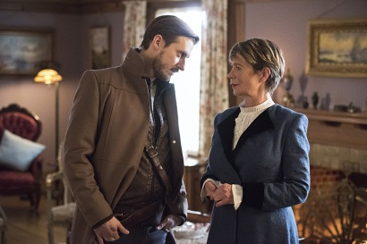 "DC's Legends of Tomorrow -- ""Last Refuge""-- Image LGN112a_0429b.jpg -- Pictured (L-R): Arthur Darvill as Rip Hunter and Celia Imrie as Mary Xavier -- Photo: Dean Buscher/The CW -- © 2016 The CW Network, LLC. All Rights Reserved."