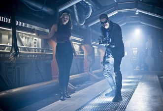 """DC's Legends of Tomorrow --""""River of Time""""-- Image LGN114b_0010b.jpg -- Pictured (L-R): Ciara Renee as Kendra Saunders/Hawkgirl and Wentworth Miller as Leonard Snart/Captain Cold -- Photo: Diyah Pera/The CW -- © 2016 The CW Network, LLC. All Rights Reserved."""