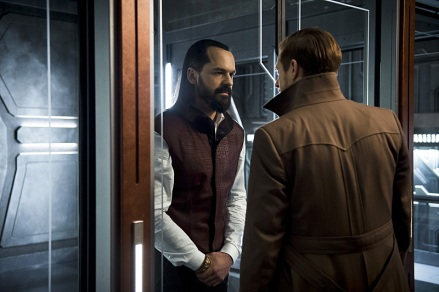 """DC's Legends of Tomorrow -- """"River of Time""""-- Image LGN114a_0090b.jpg -- Pictured (L-R): Casper Crump as Vandal Savage and Arthur Darvill as Rip Hunter -- Photo: Diyah Pera/The CW -- © 2016 The CW Network, LLC. All Rights Reserved."""