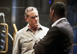 """The Flash -- """"Rupture"""" -- Image: FLA220b_0174b2.jpg -- Pictured (L-R): John Wesley Shipp as Henry Allen and Jesse L. Martin as Detective Joe West -- Photo: Bettina Strauss/The CW -- © 2016 The CW Network, LLC. All rights reserved."""