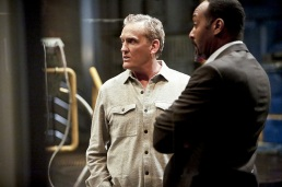 """The Flash -- """"Rupture"""" -- Image: FLA220b_0184b.jpg -- Pictured (L-R): John Wesley Shipp as Henry Allen and Jesse L. Martin as Detective Joe West -- Photo: Bettina Strauss/The CW -- © 2016 The CW Network, LLC. All rights reserved."""