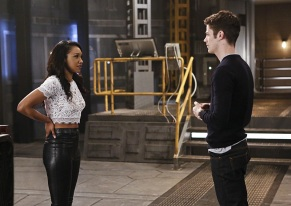 """The Flash -- """"Rupture"""" -- Image: FLA220b_0143b.jpg -- Pictured (L-R): Candice Patton as Iris West and Grant Gustin as Barry Allen -- Photo: Bettina Strauss/The CW -- © 2016 The CW Network, LLC. All rights reserved."""
