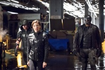 """Arrow -- """"Monument Point"""" -- Image AR421a_0197b.jpg -- Pictured (L-R): Stephen Amell as Green Arrow, Audrey Marie Anderson as Lyla Michaels and David Ramsey as John Diggle -- Photo: Dean Buscher/The CW -- © 2016 The CW Network, LLC. All Rights Reserved."""