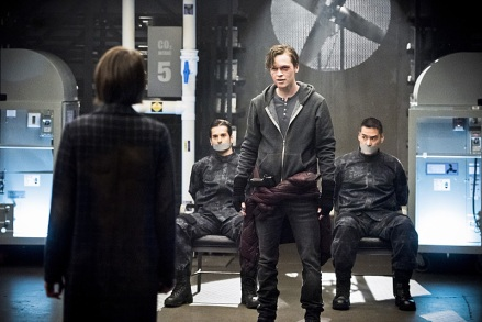 """Arrow -- """"Monument Point"""" -- Image AR421a_0007b2.jpg -- Pictured (L-R): Willa Holland as Thea Queen and Alexander Calvert as Lonnie Machin/Anarky -- Photo: Dean Buscher/The CW -- © 2016 The CW Network, LLC. All Rights Reserved."""