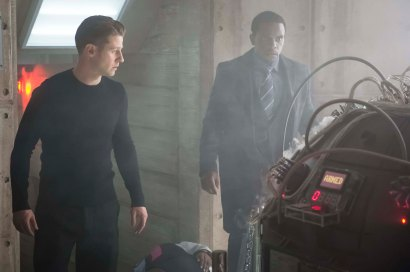 """GOTHAM: L-R: Ben McKenzie and Chris Chalk in the """"Wrath of the Villains: Transference"""" season finale episode of GOTHAM airing Monday, May 23 (8:00-9:00 PM ET/PT) on FOX. ©2016 Fox Broadcasting Co. Cr: Jeff Neumann/FOX"""