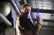 """DC's Legends of Tomorrow --""""Destiny""""-- Image LGN115b_0113b.jpg -- Pictured: Arthur Darvill as Rip Hunter -- Photo: Bettina Strauss/The CW -- © 2016 The CW Network, LLC. All Rights Reserved."""