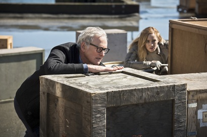 "DC's Legends of Tomorrow --""Legendary""-- Image LGN116b_0167b.jpg Pictured (L-R): Victor Garber as Professor Martin Stein and Caity Lotz as Sara Lance/White Canary -- Photo: Dean Buscher/The CW -- © 2016 The CW Network, LLC. All Rights Reserved."