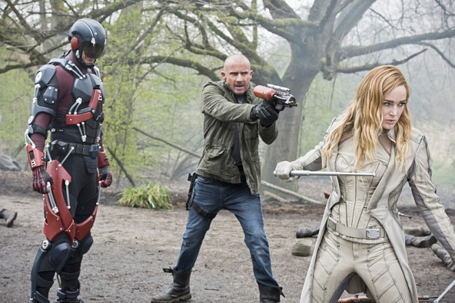 "DC's Legends of Tomorrow --""Legendary""-- Image LGN116a_0096b.jpg -- Pictured (L-R): Brandon Routh as Ray Palmer/Atom, Dominic Purcell as Mick Rory/Heat Wave and Caity Lotz as Sara Lance/White Canary -- Photo: Dean Buscher/The CW -- © 2016 The CW Network, LLC. All Rights Reserved."