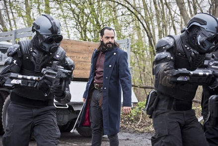 "DC's Legends of Tomorrow --""Legendary""-- Image LGN116a_0214b.jpg -- Pictured: Casper Crump as Vandal Savage -- Photo: Dean Buscher/The CW -- © 2016 The CW Network, LLC. All Rights Reserved."