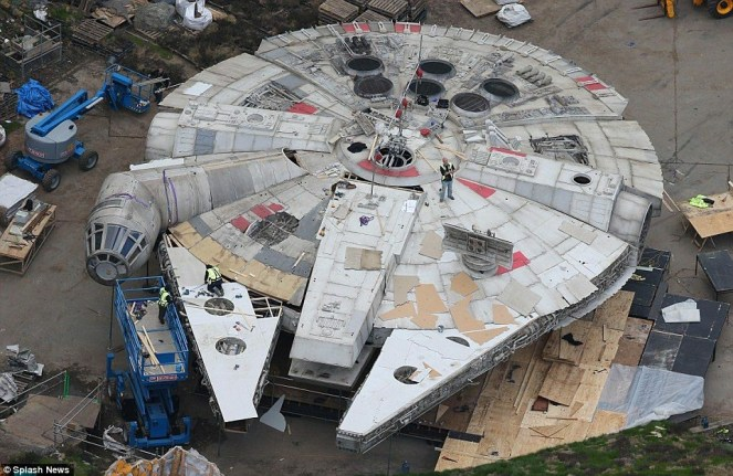 Star Wars_Episode VIII_Set Photo (2)