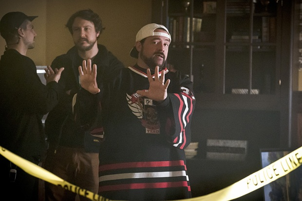 """The Flash -- """" The Runaway Dinosaur"""" -- Image: FLA221a_bts_0305b.jpg -- Pictured: Behind the scenes with Kevin Smith -- Photo: Katie Yu/The CW -- © 2016 The CW Network, LLC. All rights reserved."""