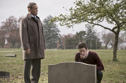 """The Flash -- """" The Runaway Dinosaur"""" -- Image: FLA221b_0083b.jpg -- Pictured (L-R): John Wesley Shipp as Henry Allen and Grant Gustin as Barry Allen -- Photo: Katie Yu/The CW -- © 2016 The CW Network, LLC. All rights reserved."""