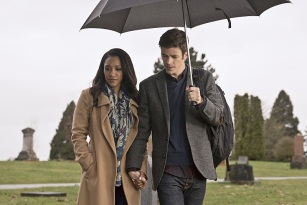 """The Flash -- """" The Runaway Dinosaur"""" -- Image: FLA221b_0185b.jpg -- Pictured (L-R): Candice Patton as Iris West and Grant Gustin as Barry Allen -- Photo: Katie Yu/The CW -- © 2016 The CW Network, LLC. All rights reserved."""