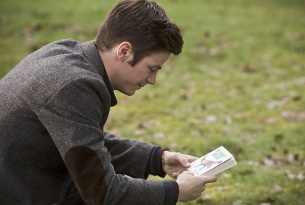 """The Flash -- """" The Runaway Dinosaur"""" -- Image: FLA221b_0206b.jpg -- Pictured: Grant Gustin as Barry Allen -- Photo: Katie Yu/The CW -- © 2016 The CW Network, LLC. All rights reserved."""
