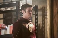 The Flash_S02E22_Invincible_Still (12)