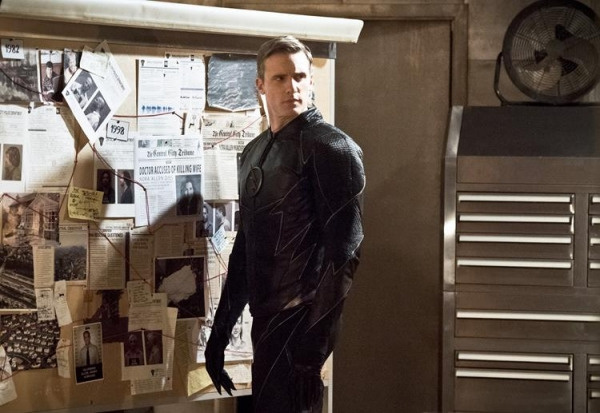 The Flash_S02E22_Invincible_Still (13)