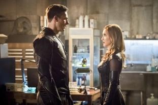 The Flash_S02E22_Invincible_Still (14)