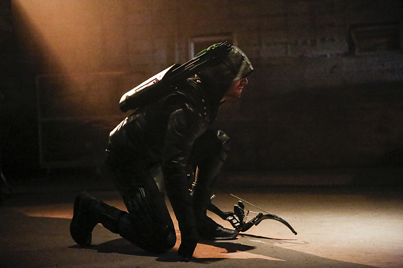 """Arrow -- """"Legacy"""" -- Image AR501c_0155b --- Pictured: Stephen Amell as Green Arrow -- Photo: Bettina Strauss/The CW -- © 2016 The CW Network, LLC. All Rights Reserved."""