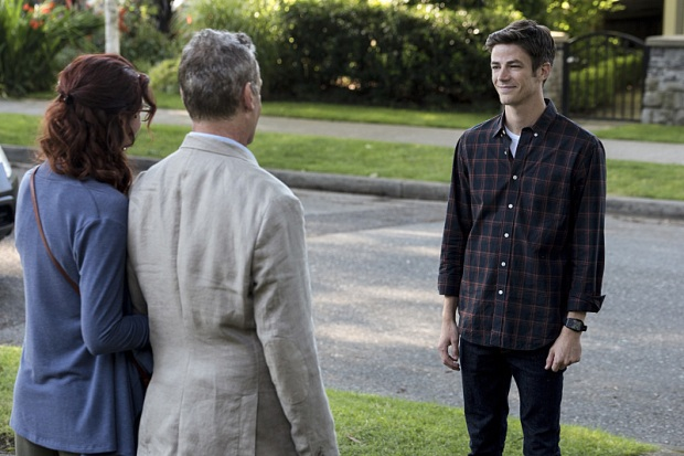 "The Flash -- ""Flashpoint"" -- Image: FLA301a_0065b.jpg -- Pictured (L-R): Michelle Harrison as Nora Allen, John Wesley Shipp as Henry Allen and Grant Gustin as Barry Allen -- Photo: Katie Yu/The CW -- © 2016 The CW Network, LLC. All rights reserved."