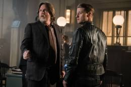 GOTHAM: L-R: Donal Logue and Ben McKenzie in theÒMad City: Look Into My EyesÓ episode of GOTHAM airing Monday, Oct. 3 (8:00-9:01 PM ET/PT) on FOX. ©2016 Fox Broadcasting Co. Cr: Jeff Neumann/FOX.