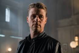 GOTHAM: Ben McKenzie in theÒMad City: Look Into My EyesÓ episode of GOTHAM airing Monday, Oct. 3 (8:00-9:01 PM ET/PT) on FOX. ©2016 Fox Broadcasting Co. Cr: Jeff Neumann/FOX.
