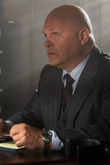 GOTHAM: Michael Chiklis in theÒMad City: Look Into My EyesÓ episode of GOTHAM airing Monday, Oct. 3 (8:00-9:01 PM ET/PT) on FOX. ©2016 Fox Broadcasting Co. Cr: Jeff Neumann/FOX.