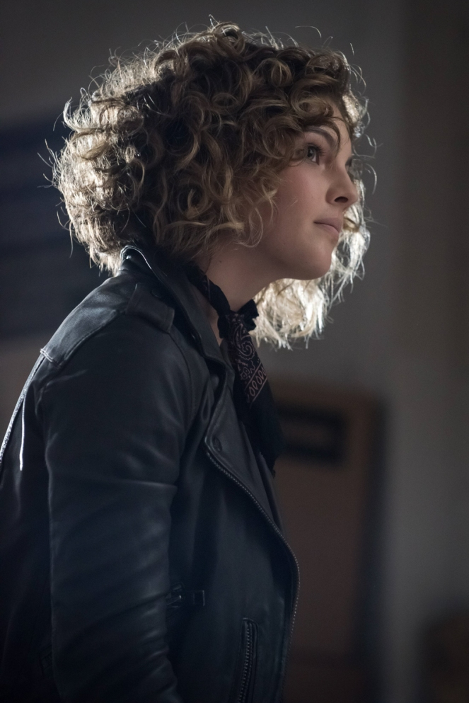 "GOTHAM: Camren Bicondova in the ""Mad City: Better to Reign in Hell…"" season premiere episode of GOTHAM airing airing Monday, Sept. 19 (8:00-9:01 PM ET/PT) on FOX.  ©2015 Fox Broadcasting Co. Cr: Jeff Neumann/FOX."