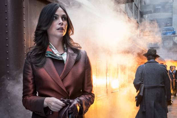 GOTHAM: Morena Baccarin in the ÒMad City: Burn The WitchÓ episode of GOTHAM airing airing Monday, Sept. 26 (8:00-9:01 PM ET/PT) on FOX. ©2016 Fox Broadcasting Co. Cr: Jeff Neumann/FOX.