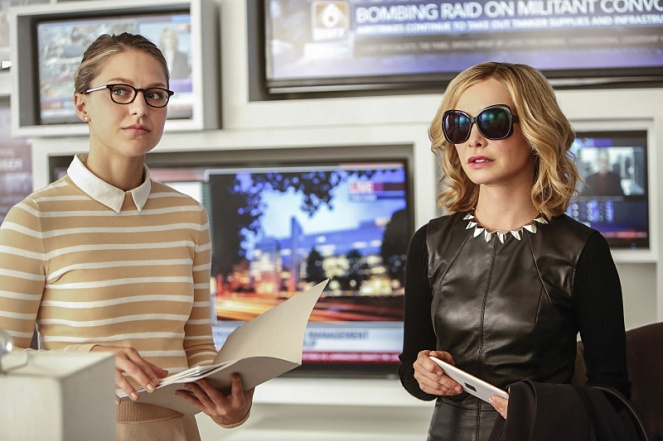 "Supergirl -- ""The Adventures Of Supergirl"" -- Image SPG201b_0277 -- Pictured (L_R) Benoist Kara and Calista Flockhart as Cat -- Photo: Bettina Strauss/The CW -- © 2016 The CW Network, LLC. All Rights Reserved"