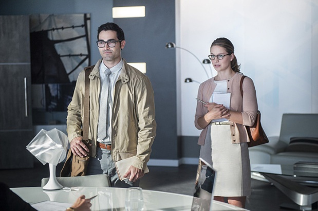 "Supergirl -- ""The Adventures Of Supergirl"" -- Image SPG201a_0172 -- Pictured (L_R) Tyler Hoechlin as Clark and Melissa Benoist Kara -- Photo: Diyah Pera/The CW -- © 2016 The CW Network, LLC. All Rights Reserved"