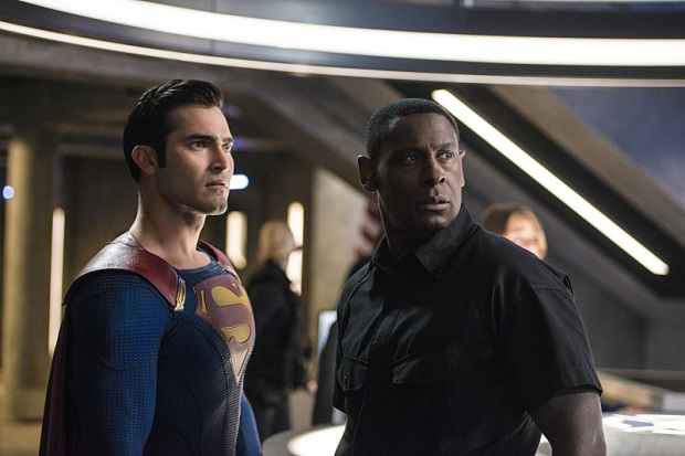 "Supergirl -- ""The Last Children of Krypton"" -- Image SPG202b_0132 -- Pictured (L-R): Tyler Hoechlin as Clark/Superman and David Harewood as Hank Henshaw -- Photo: Diyah Pera/The CW -- © 2016 The CW Network, LLC. All Rights Reserved"