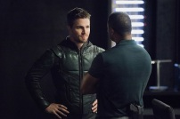 "Arrow -- ""Human Target"" -- Image AR505a_0014.jpg -- Pictured (L-R): Stephen Amell as Oliver Queen/The Green Arrow and David Ramsey as John Diggle -- Photo: Dean Buscher/The CW -- © 2016 The CW Network, LLC. All Rights Reserved."