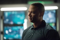 "Arrow -- ""Human Target"" -- Image AR505a_0038.jpg -- Pictured: David Ramsey as John Diggle -- Photo: Dean Buscher/The CW -- © 2016 The CW Network, LLC. All Rights Reserved."