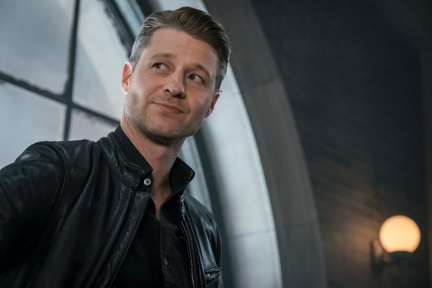 """GOTHAM: Benjamin McKenzie in the""""Mad City: Anything For You"""" episode of GOTHAM airing Monday, Oct. 17 (8:00-9:01 PM ET/PT) on FOX.  ©2016 Fox Broadcasting Co. Cr: Jeff Neumann/FOX."""