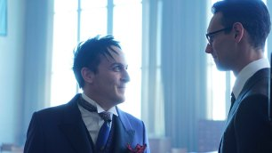 "GOTHAM: L-R: Robin Lord Taylor and Cory Michael Smith in the ""Mad City: Follow the White Rabbit"" episode of GOTHAM airing Monday, Oct. 24 (8:00-9:01 PM ET/PT) on FOX. ©2016 Fox Broadcasting Co. Cr: Nicole Rivelli/FOX."