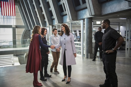 "Supergirl -- ""Welcome to Earth"" -- Image SPG203c_0028 -- Pictured (L-R): Melissa Benoist as Kara/Supergirl, Chyler Leigh as Alex Danvers, Jeremy Jordan as Winn Schott, Lynda Carter as President Olivia Marsdin, and David Harewood as Hank Henshaw -- Photo: Diyah Pera/The CW -- © 2016 The CW Network, LLC. All Rights Reserved"