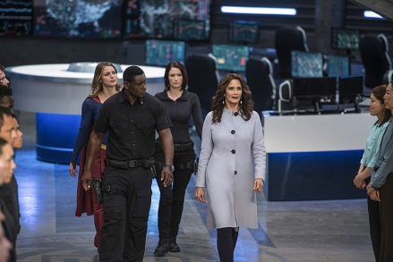 "Supergirl -- ""Welcome to Earth"" -- Image SPG203c_0198 -- Pictured (L-R): Melissa Benoist as Kara/Supergirl, David Harewood as Hank Henshaw, Chyler Leigh as Alex Danvers, and Lynda Carter as President Olivia Marsdin -- Photo: Diyah Pera/The CW -- © 2016 The CW Network, LLC. All Rights Reserved"