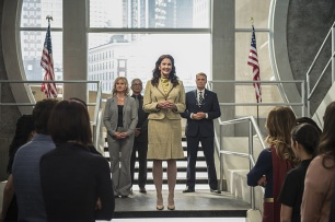 """Supergirl -- """"Welcome to Earth"""" -- Image SPG203c_0309 -- Pictured: Lynda Carter as President Olivia Marsdin -- Photo: Diyah Pera/The CW -- © 2016 The CW Network, LLC. All Rights Reserved"""