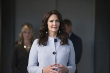 "Supergirl -- ""Welcome to Earth"" -- Image SPG203c_0074 -- Pictured: Lynda Carter as President Olivia Marsdin -- Photo: Diyah Pera/The CW -- © 2016 The CW Network, LLC. All Rights Reserved"